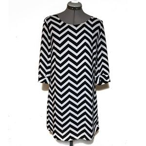 Dresses & Skirts - No Tags Black & White Chevron Shift Dress S